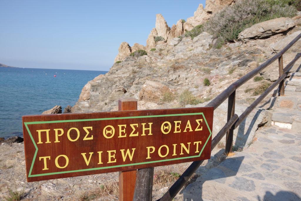 """Schild an Steilküste mit Aufschrift """"TO VIEW POINT"""""""