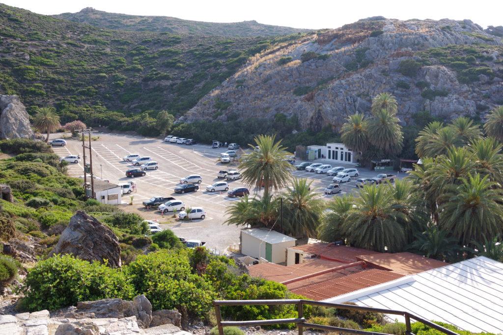 Parkplatz mit Palmen