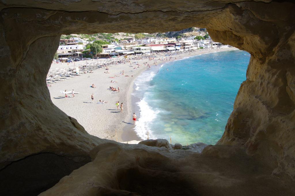 Matala Höhlen Kreta: Blick auf den Badestrand