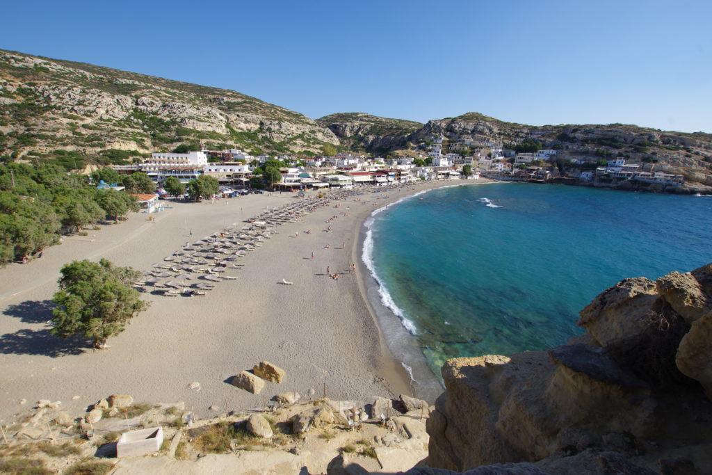 Matala Beach Kreta: Blick auf den Badestrand