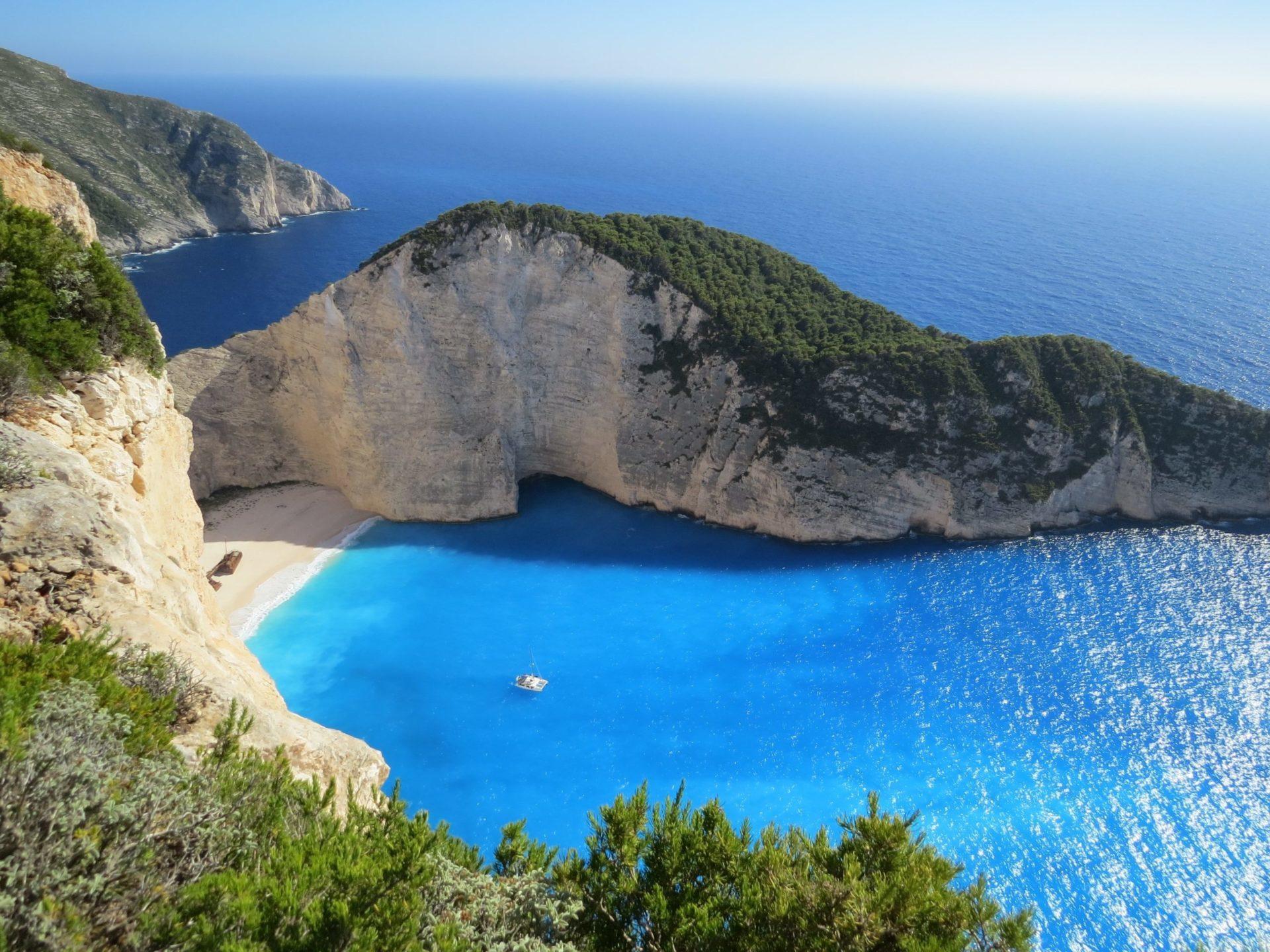 Wassertemperatur Griechenland: Strand Navagio mit Schiffswrack MV Panagiotis auf Zakynthos