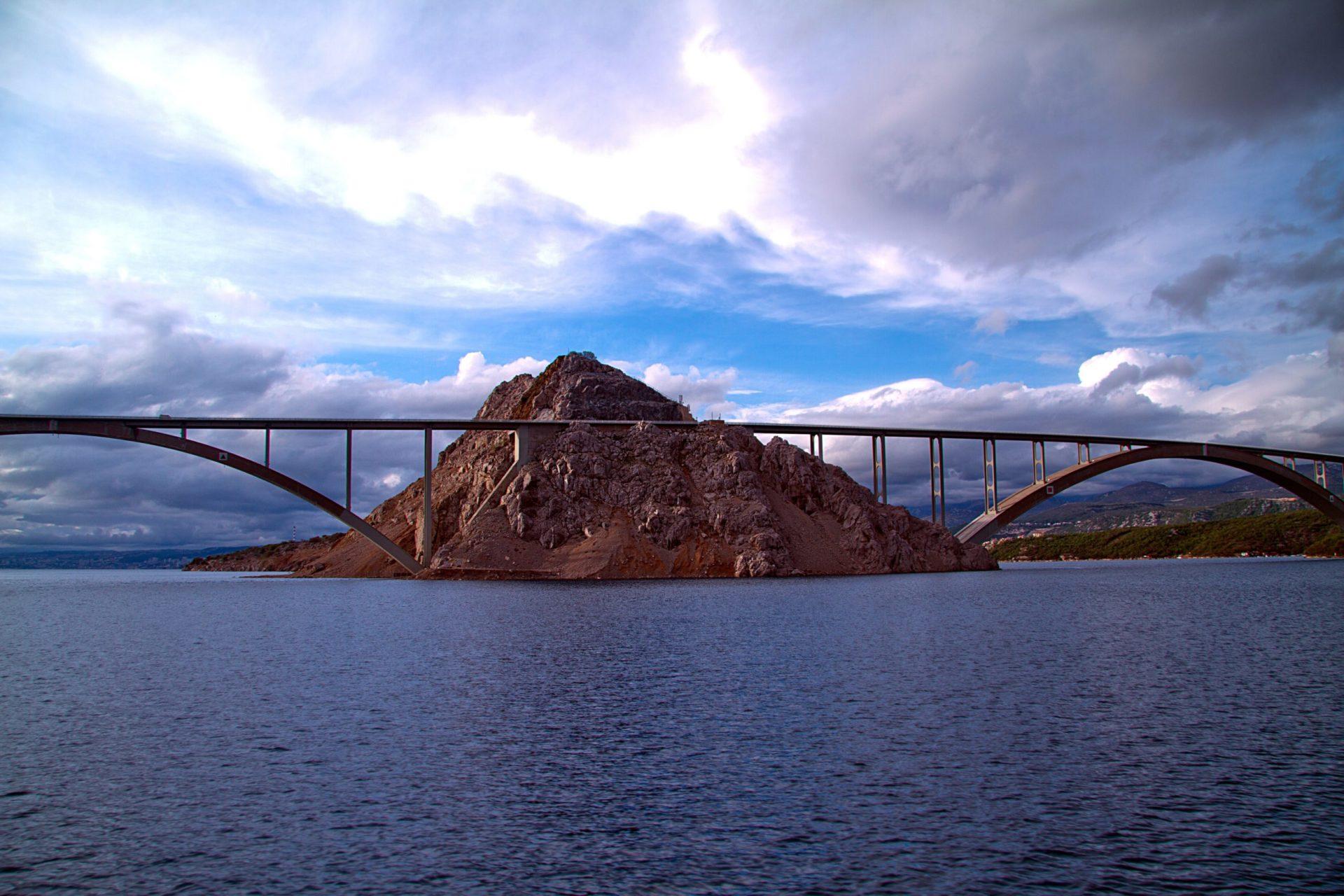 Wassertemperatur Krk: Krk-Brücke überwindet die Adria zwischen kroatischem Festland, Sveti Marko und Krk