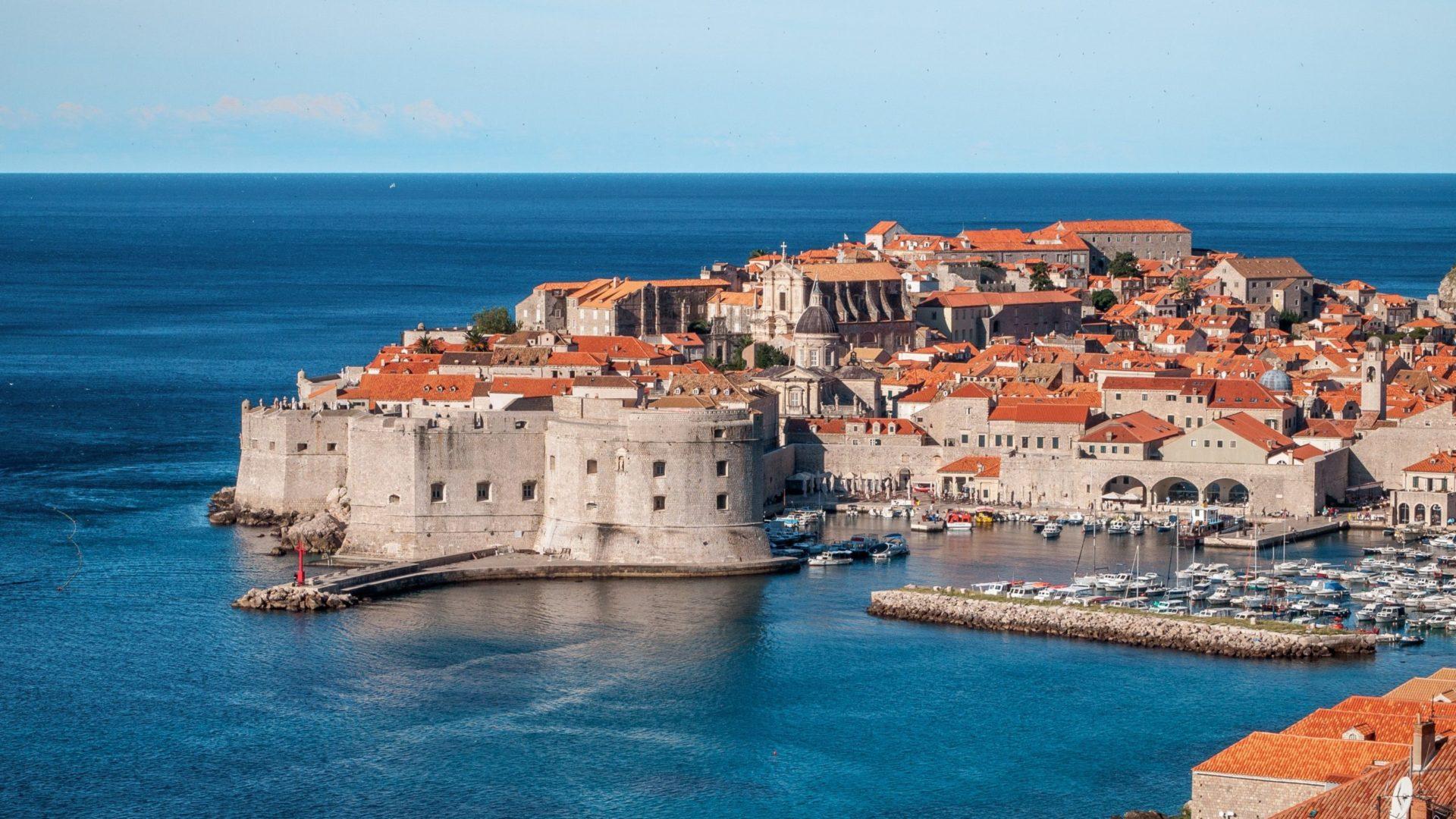 Wassertemperatur Kroatien: Das kroatische Küstenstädtchen Dubrovnik im Süden des Landes