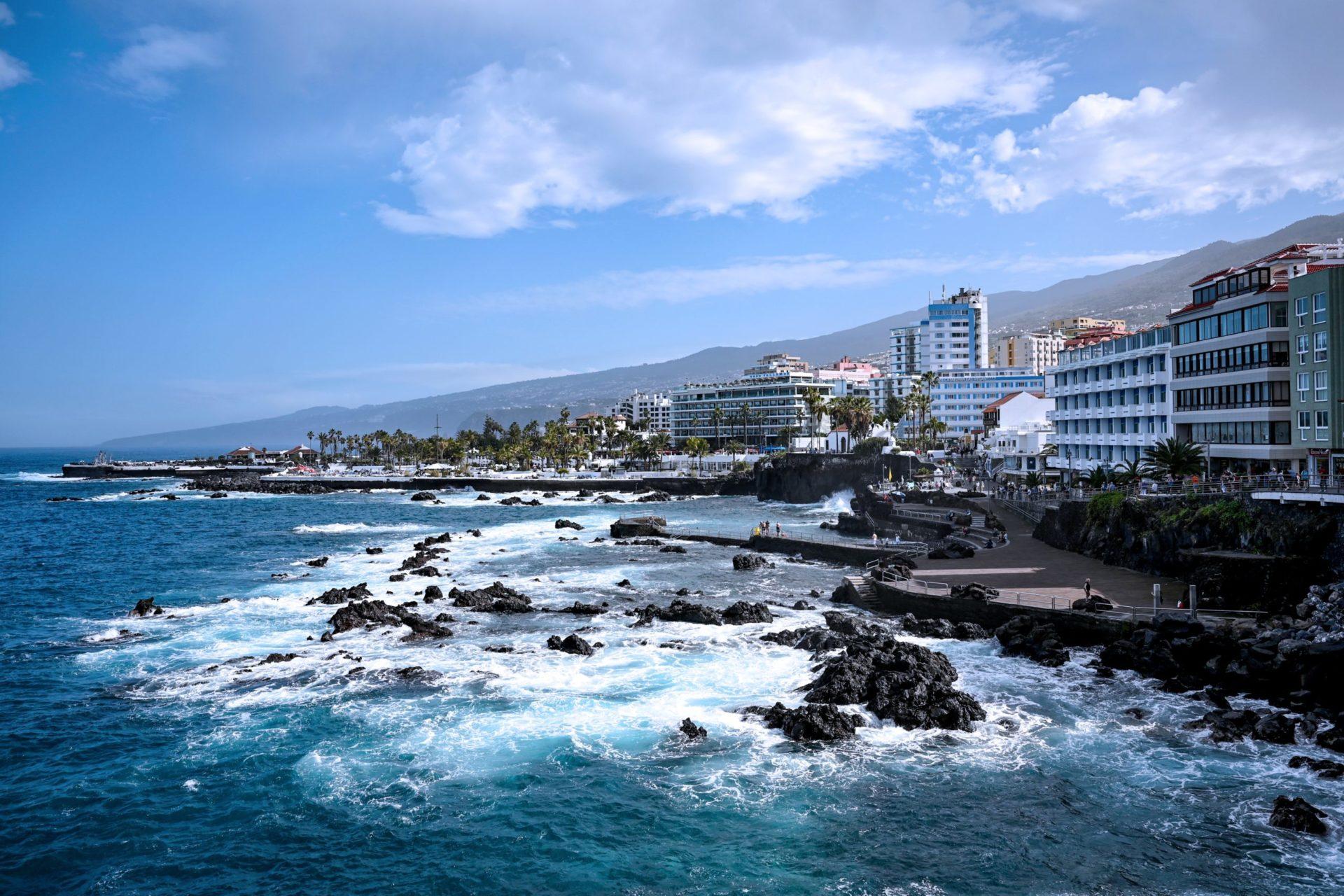 Wassertemperatur Teneriffa: Strandpromenade an der Küste vor Santa Cruz de Tenerife