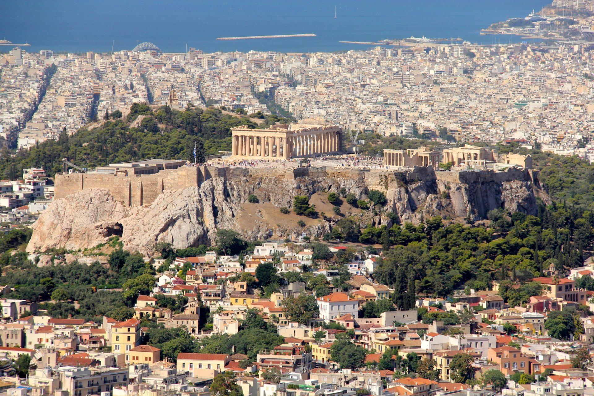 Wassertemperatur Athen: Akropolis von Athen mit Parthenon, im Hintergrund das Mittelmeer