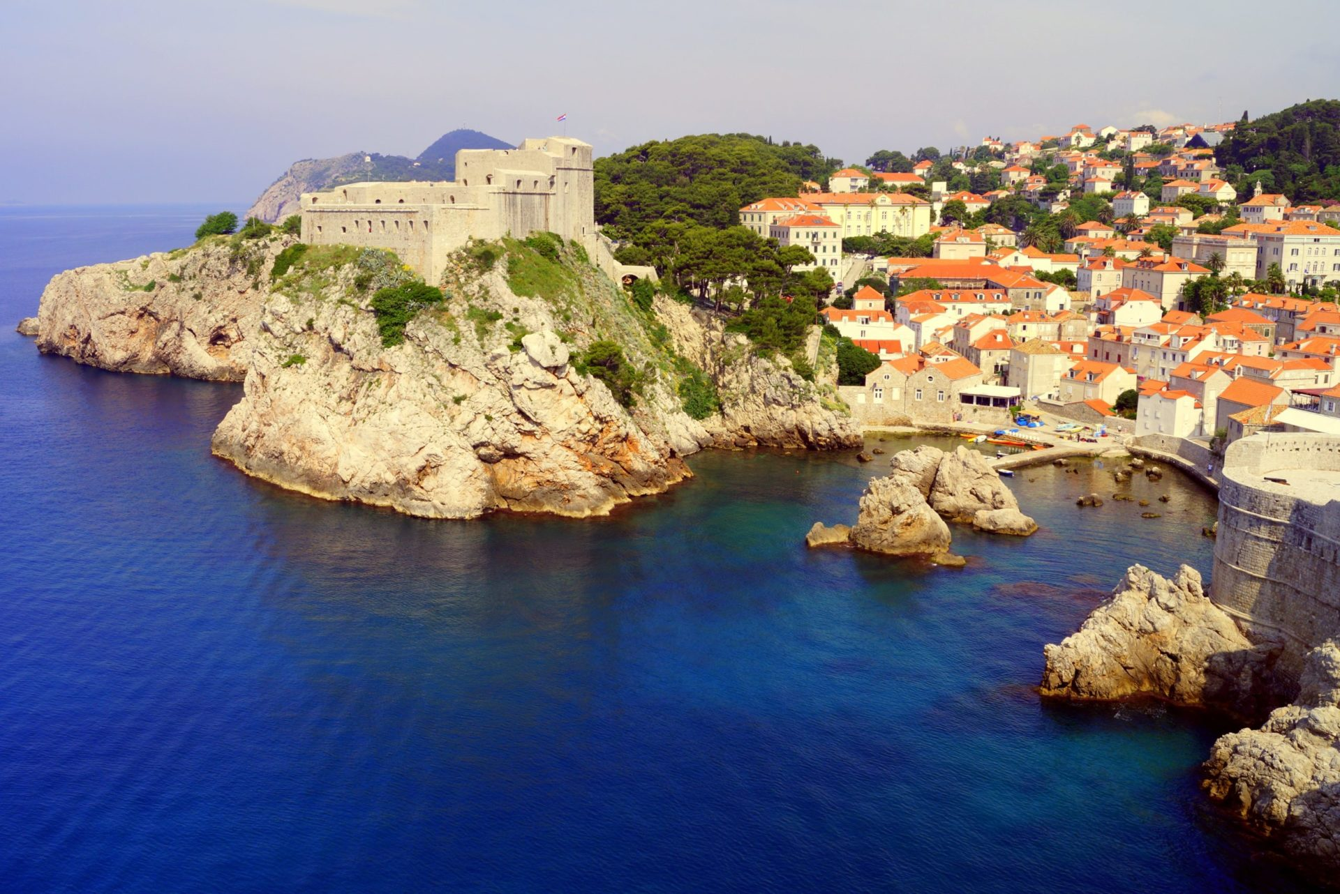 Wassertemperatur Dubrovnik: Festung Lovrijenac mit Meer und Altstadt
