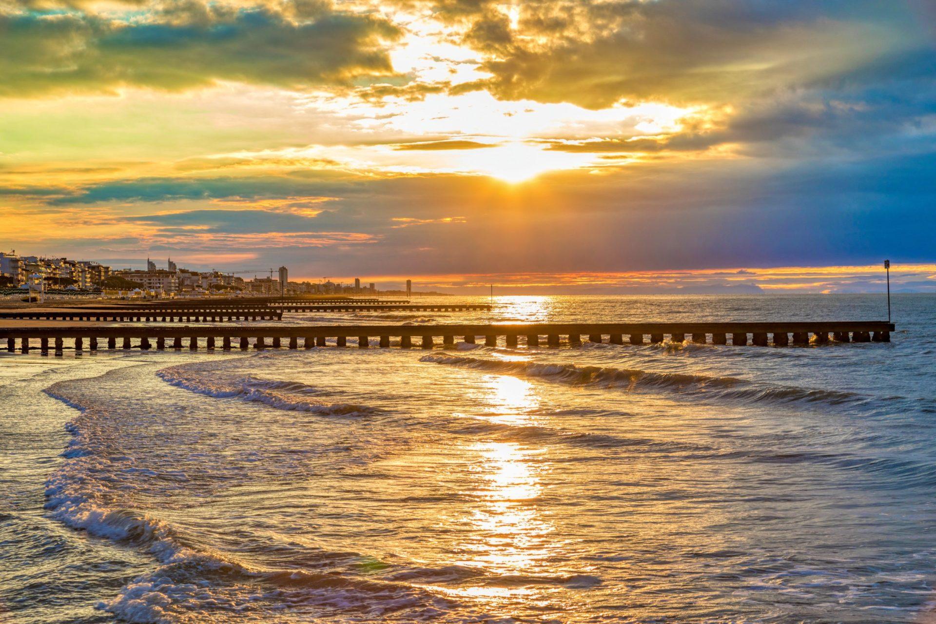Wassertemperatur Jesolo: Strand von Jesolo bei Sonnenaufgang