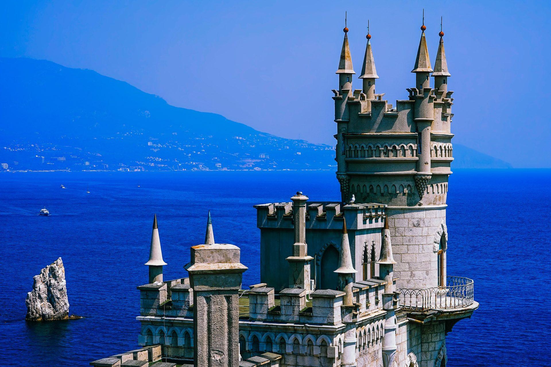 Wassertemperatur Schwarzes Meer: Schloss Schwalbennest auf der Halbinsel Krim bei Jalta