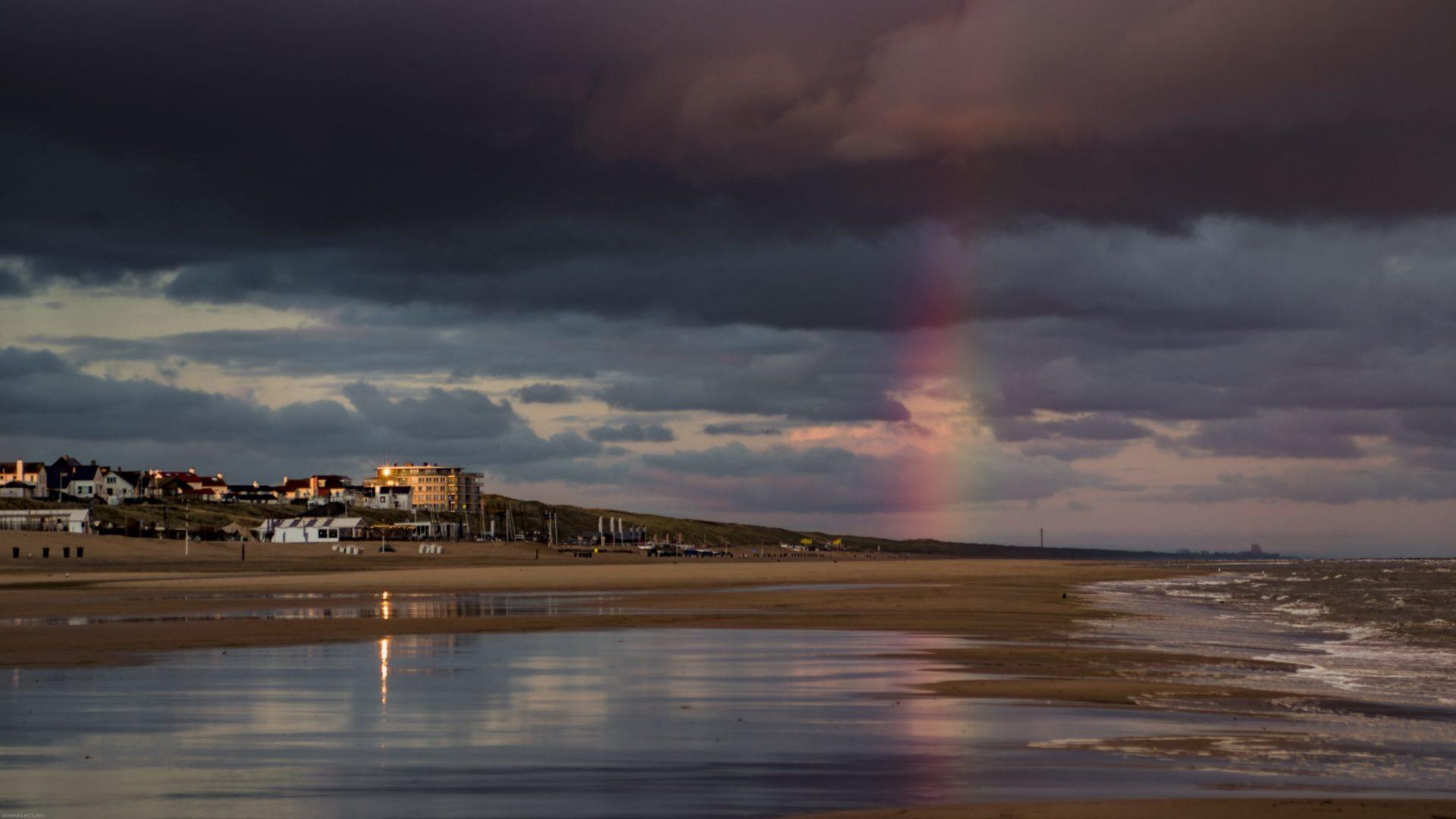 Wassertemperatur Zandvoort: Nordseestrand bei Zandvoort mit Regenbogen