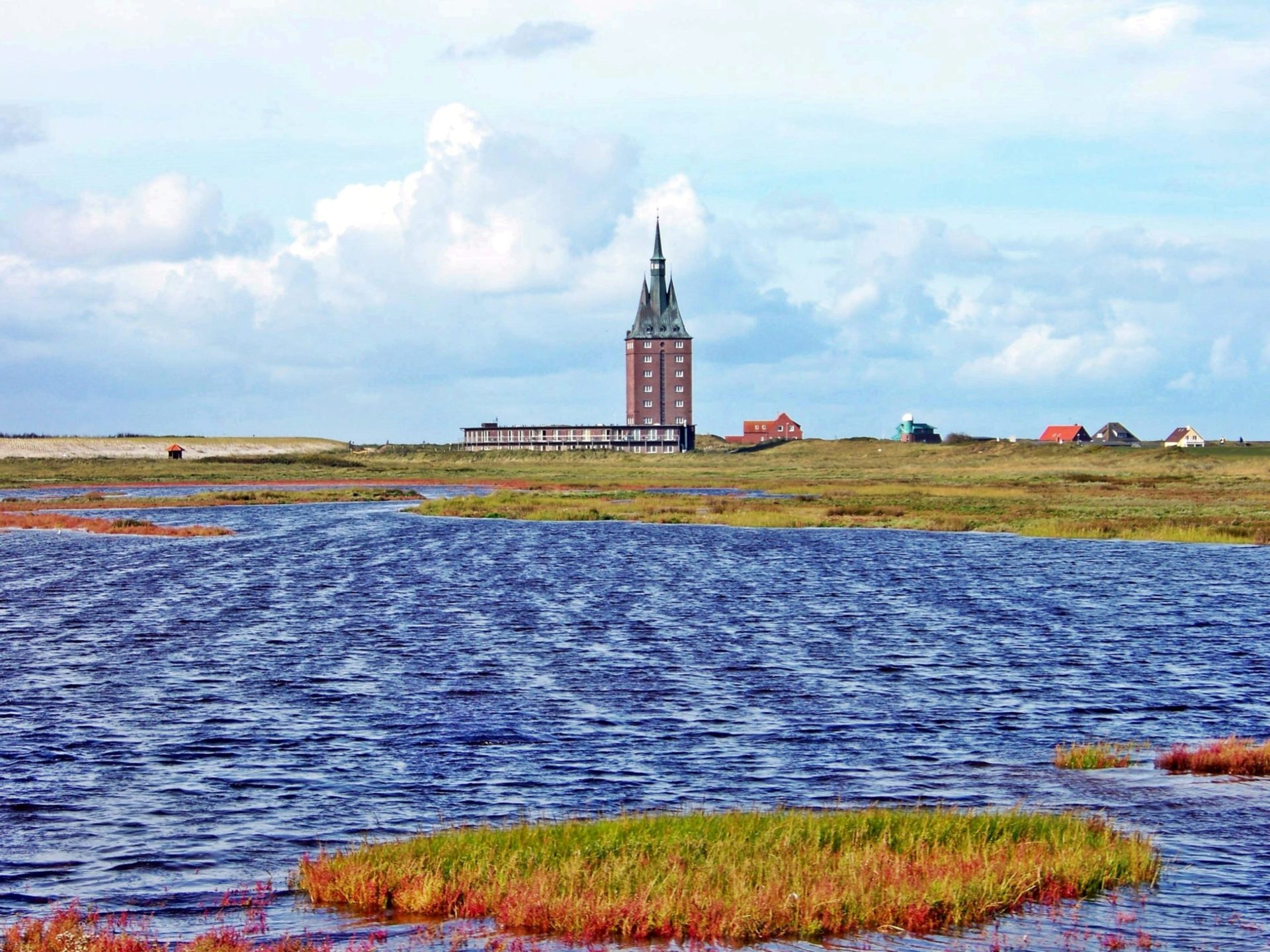 Wassertemperatur Wangerooge: See mit Westturm aus Ziegelstein (Jugendherberge)